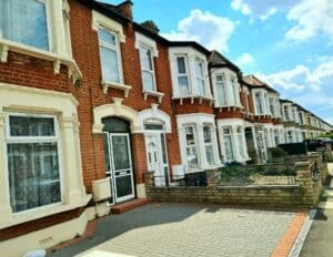 Property Inspection Report in East London (Seven King) for spouse visa